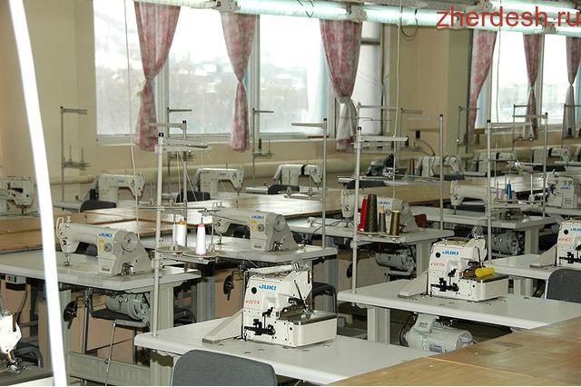 - только со швейным оконченным образованием.